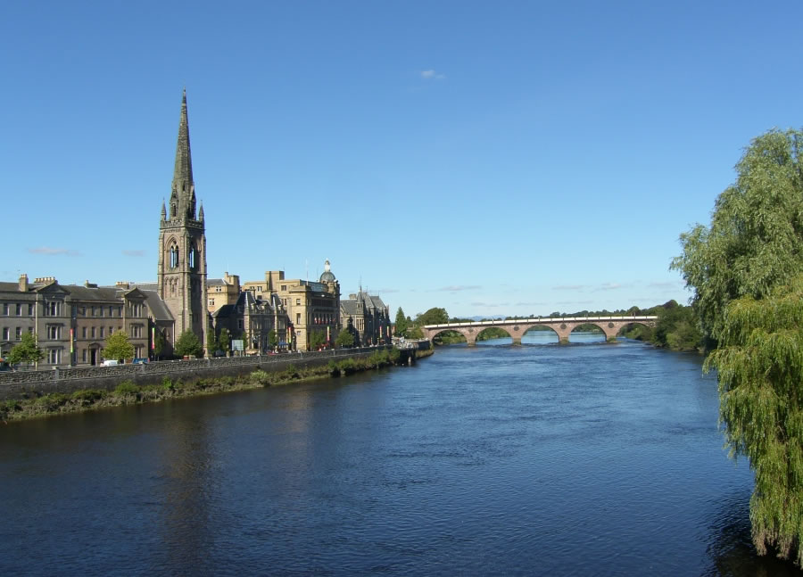 how to get to perth scotland