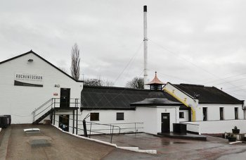 Tour Auchentoshan Distillery Scotland