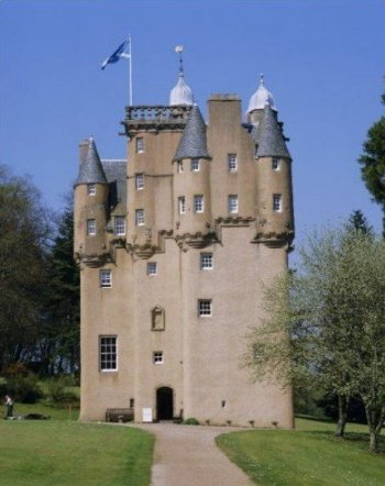 Craigievar castle on a small group tour of scotland for Small chateau